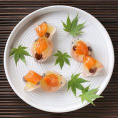 Japanese sweets in a goldfish shape--Kingyo wagashi. Japanese Sweets, Japanese Wagashi, Japanese Food Art, Japanese Candy, Japanese Goldfish, Wagashi Japonais, Gelatina Jello, Desserts Japonais, Cute Food