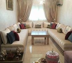 L'image contient peut-être : personnes assises, salon, table et intérieur Living Room Sofa Design, Living Room Designs, Living Room Decor, Modern Moroccan Decor, Moroccan Interiors, Sofa Set Designs, Arabic Decor, Drawing Room Furniture, Elegant Living Room
