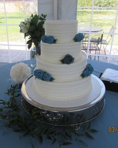 White horizontal lined tiers and dark teal roses