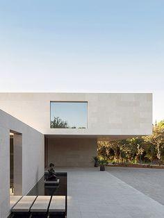 Minimal Architecture, Contemporary Architecture, Architecture Design, Villa Madrid, Australia House, Swimming Pool House, Modern House Facades, Casas The Sims 4, Facade House