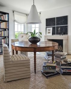 library table in study or home office with high contrast and texture Design Blog, Home Design, Design Ideas, Design Art, Home Office, Library Table, Library Room, Brown Interior, Modern Interior