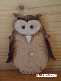 Owl from a tree slice and bark Houten uiltje, groot cm) Owl Crafts, Tree Crafts, Diy And Crafts, Arts And Crafts, Wooden Art, Wooden Crafts, Wood Slice Crafts, Wood Owls, Wood Animal