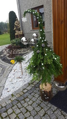 Noel Christmas, Rustic Christmas, Winter Christmas, Christmas Lights, Christmas Wreaths, Christmas Crafts, Diy Christmas Yard Decorations, Outdoor Christmas Planters, Whimsical Christmas Trees