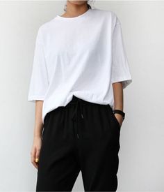 Minimalist black and white outfit with bold punchy nails idea