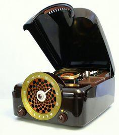 Cobra-Matic: Retro Zenith Turntable Becomes Modern Pc [Casemod]