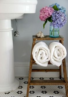 14 Ways to Decorate with Vintage Pieces in Your Bathroom | Apartment Therapy