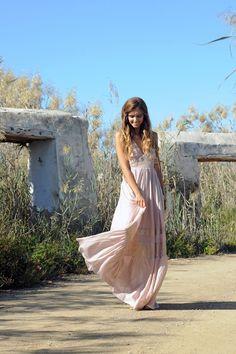Un vestido vaporoso, elegante y con ese aire boho que enloquece. Indira, tu mejor opción para las ocasiones especiales. Boho Chic, Bohemian, Ibiza, Spring Summer, Dresses, Style, Fashion, Long Dresses, Summer Time