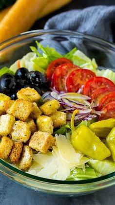 A copycat of the famous Olive Garden salad with homemade Italian dressing. #salad #italianfood #dinneratthezoo Best Salad Recipes, Salad Dressing Recipes, Vegetarian Recipes, Cooking Recipes, Healthy Recipes, Salad Dressings, Lettuce Salad Recipes, Vegetarian Salad, Green Salad Recipes
