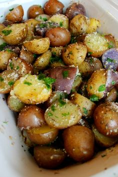Crockpot Herb Garlic Parmesan Potatoes are a beautiful and EASY side dish for Thanksgiving or Christmas! Garlicky and buttery, this quick side dish will make your house smell amazing and compliment any meal! An easy and delicious slow cooker side dish! Crockpot Side Dishes, Quick Side Dishes, Potluck Dishes, Potato Side Dishes, Side Dish Recipes, Food Dishes, Crockpot Potluck, Crockpot Party Food, Quick Crockpot Meals