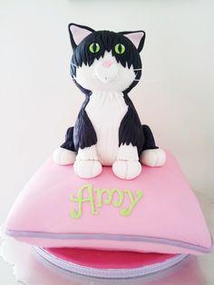 ★ More on #cats - Get Ozzi Cat Magazine here >> http://OzziCat.com.au ★