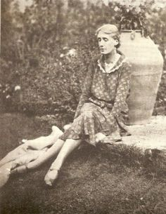 Virginia Woolf at Monk's House, 1931 Note her very closed and protective body language, Virginia Woolf, Writers And Poets, Anita Berber, Duncan Grant, Vanessa Bell, Bloomsbury Group, Book Writer, Portraits, Vintage Photography