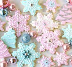 Cute Christmas Cookies, Noel Christmas, Pink Christmas, Christmas Goodies, Holiday Cookies, Christmas Desserts, Holiday Treats, Christmas Treats, Christmas Baking