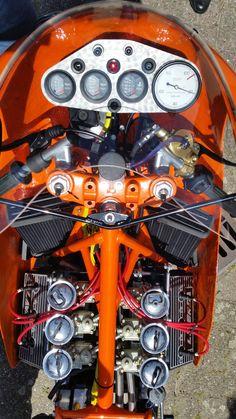 Laverda build by Cor Dees. Vintage Bikes, Vintage Motorcycles, Custom Motorcycles, Custom Bikes, Bike Bmw, Cafe Bike, Bike Poster, Drag Bike, Motorcycle Engine
