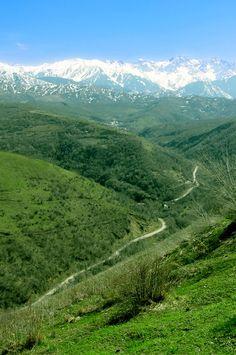 Almaty - Kazajstán / Almatý, conocida como Almá-Atá durante la República Socialista Soviética de Kazajistán y Verni o Viernyi en la Rusia Imperial, es la ciudad más poblada de Kazajistán, con 1.226.000 habitantes, que representan el 9% de la población total nacional.
