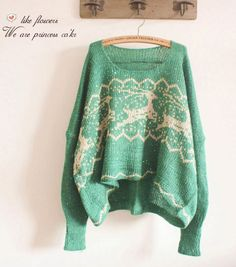 Love this green knit sweater Christmas Jumpers, Christmas Sweaters, Knitwear Fashion, Boho, Cute Outfits, Summer Outfits, Knit Crochet, Creations, Cardigans