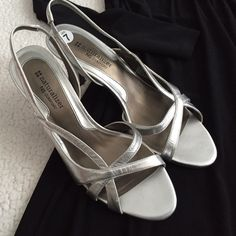 """NaturalizerSilver Slingbacks Size 7 These silver heels are in excellent condition! Light wear on the soles and no major flaws on the leather. Approx. 3"""" heel. Smoke free home. Naturalizer Shoes Heels"""