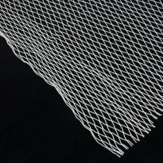 RED DE NYLON La Red de nylon con nudo es muy resistente y flexible y sirve para crear redes deportivas, delimitar espacios o en montajes efímeros y escaparates. ATENCIÓN: Se necesita el doble de superficie de red que de material a cubrir a causa del efecto de contracción de la red al estirarla en una determinada dirección.@mwmaterials #RedNylon #NylonNetting