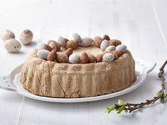Mämmijäädyke on todella nopea ja helppo pääsiäisen jälkiruoka, jonka rakenne ei kalpene kaupan jäätelöille. Valmista jäädyke etukäteen pakastimeen ja ota huoneenlämpöön hetki ennen tarjoilua. Easter Recipes, Easter Food, Dog Bowls, Ice Cream, Pudding, Cake, Kitchen, No Churn Ice Cream, Cooking