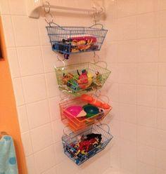 Aprovechar al máximo el espacio del baño no siempre es fácil. Con estos trucos de almacenaje para baños querrás vivir ahi dentro para siempre!
