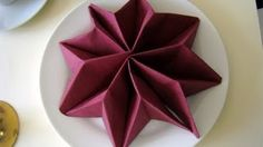Napkin folding: Star - Napkin folding for christmas. Christmas table decorations ideas - Napkin folding: Star – Napkin folding for christmas. Paper Napkin Folding, Christmas Napkin Folding, Christmas Tree Napkins, Diy Christmas Tree, Paper Napkins, Folding Napkins, Butterfly Table Decorations, Christmas Table Decorations, Decoration Table