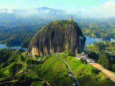 画像 : 悪魔のタワーと呼ばれるコロンビアの巨大岩「ラ・ピエドラ・デル・ペニョール」 からの景色が絶景すぎる! - NAVER まとめ
