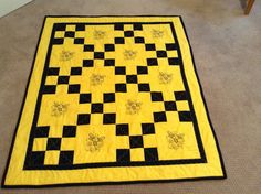 Bumble Bee quilt by mommomsquilts on Etsy