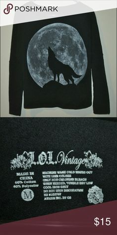 Howling Wolf Moon Sweatshirt Top 🐺 Good Pre-owned Condition - there is pilling on the inside Tops