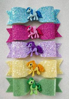 Maybe shrink plastic cutie marks for the centers. Making Hair Bows, Diy Hair Bows, Diy Bow, Bow Hair Clips, Glitter Hair, Glitter Fabric, Ribbon Bows, Ribbons, Magic Hair