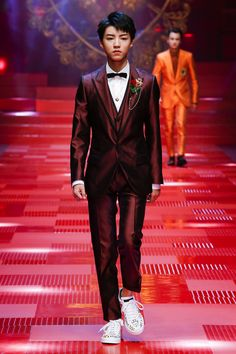DOLCE&GABBANA SPRING-SUMMER 2018 FASHION SHOW Karry Wang Jun Kai opens the  LeO