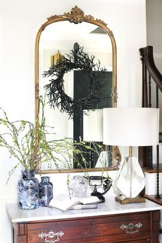 Check more details on www.prettyhome.org - DIY Marbled Vases an