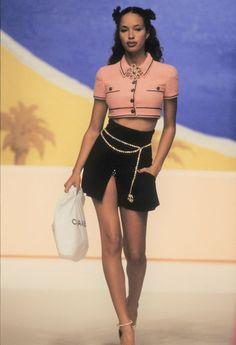 Fashion 90s, Tokyo Street Fashion, Look Fashion, Couture Fashion, Vintage Fashion, High Fashion Outfits, Grunge Outfits, Chanel Fashion Show, High Fashion Looks