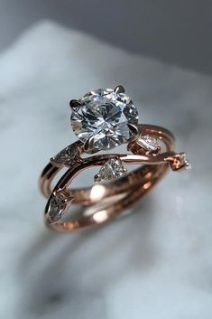 Wedding Rings engagement ring trends round diamond unique ring rose gold - Ring trends change every year. Look at the gallery with the 60 TOP engagement ring photos. Only hottest engagement ring trends! Morganite Engagement, Engagement Ring Settings, Vintage Engagement Rings, Oval Engagement, Gold Diamond Wedding Band, Diamond Rings, Solitaire Diamond, Sapphire Rings, Solitaire Rings