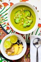 Hemsley and Hemsley Broccoli, ginger and white bean soup! Soup Recipes, Vegan Recipes, Dinner Recipes, Cooking Recipes, Recipies, Vegan Food, Yummy Recipes, White Bean Soup, White Beans