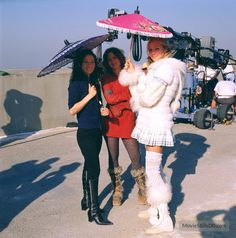 Drew Barrymore, Cameron Diaz, and Lucy Liu in Charlie's Angels: Full Throttle Charlies Angels Costume, Charlies Angels Movie, Charlie's Angels Full Throttle, Drew Barrymore 90s, Angel Outfit, Angel Aesthetic, Film Aesthetic, Lucy Liu, Cameron Diaz