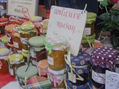 Au marché de Noël de Chinon, les artisans proposent des produits du terroir tourangeau. Les Artisans, Children, Cake, Kids, Pie Cake, Pastel, Cakes, Child, Babys