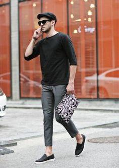 look: black cap + black t-shirt + grey trousers + black slip-ons