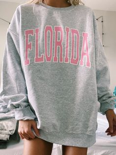 Trendy Outfits, Cool Outfits, Summer Outfits, California Sweater, Printed Sweatshirts, Hoodies, Sweater Hoodie, Pullover, Mode Inspiration