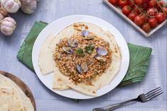La fregola con le arselle è un piatto tipico della cucina Sarda, molto gustoso e particolare che è difficile gustare in altre zone d'Italia.