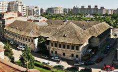 Bucuresti Hanul lui Manuc Romania, Cabin, Mansions, Country, Architecture, House Styles, Home Decor, Arquitetura, Decoration Home