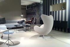 Egg Chair Fritz Hansen | DLM table HAY, Tray table HAY, Eames Housebird, Eames Lounge Chair white version @ showroom stilwerk
