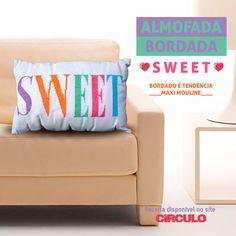 Deixe o seu cantinho mais doce com a Almofada Bordada Sweet. Confira a receita clicando na imagem.