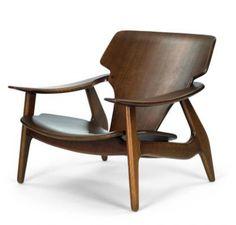 Sergio Rodrigues - poltrona Diz - 2001 - Estrutura em madeira maciça, assento e encosto em compensado moldado em dupla curvatura folheado em madeira de lei.