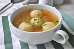 Suppenknödel These soup dumplings taste delicious in a strong beef soup. The recipe also fits every sauce. Healthy Meals To Cook, Healthy Cooking, New Recipes, Snack Recipes, Healthy Recipes, Health Dinner, Low Calorie Snacks, Eat Lunch, Making Quinoa