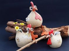 Lustige Figuren und mehr - keramik gleichauf Clay Owl, Clay Birds, Leaf Bowls, Chicken Art, Ceramic Techniques, Play Clay, Clay Ornaments, Clay Animals, Sculpture Clay