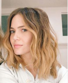 Mandy Moore went blonder but makes it look natural. Love this cut and color on her.
