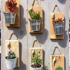 Che idea carina per disporre i in verticale – Cactus Ideen Diy Projects Plans, Diy Pallet Projects, Wood Pallet Crafts, House Plants Decor, Plant Decor, Backyard Plan, Decoration Plante, World Crafts, Crafts For Seniors