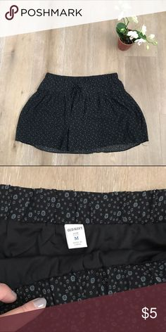 Old Navy Floral Maternity skirt size M Old Navy black Floral Maternity skirt size M. Elastic waist. Comfy for mommy. Bundle and save 👍😉🎊🎈 Old Navy Skirts Midi