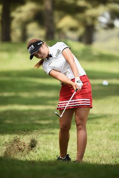 What Is the Correct Golf Swing? Golfers the world over are always in search of the perfect golf swing or the right golf swing. Natalie Gulbis, Anna Matthews, Golf Pictures, Perfect Golf, Lpga, Golf Accessories, Play Golf, Ladies Golf, Golf Tips