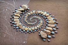 Pebble Mosaic, Pebble Art, Mosaic Art, Stone Crafts, Rock Crafts, Stone Cairns, Art Pierre, Ephemeral Art, Balance Art