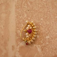 Traditionelle Maharshtrian Nath Designs online, - List of the most beautiful jewelry Gold Bangles Design, Gold Jewellery Design, Gold Jewelry Simple, Trendy Jewelry, Nose Ring Jewelry, Nath Nose Ring, Nose Rings, Pendant Jewelry, Beaded Jewelry